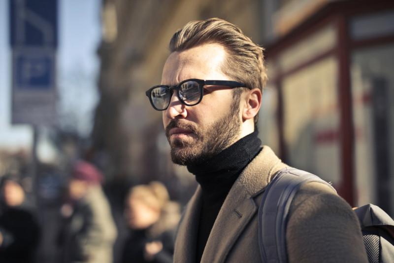 man-wearing-eyeglasses-839586