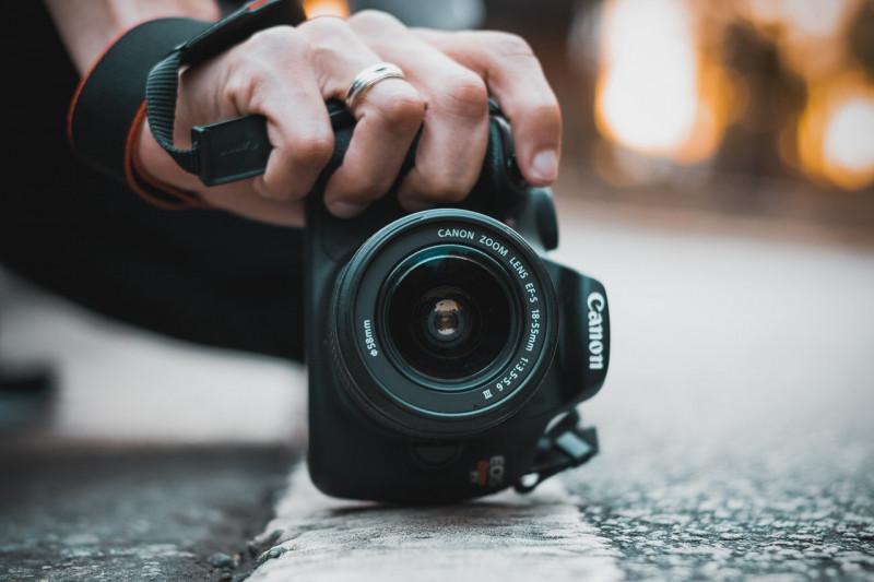 close-up-photo-of-canon-dslr-camera-1561081